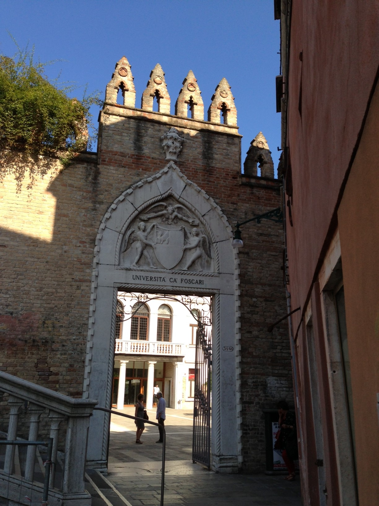 The Courtyard Entrance of Palazzo Ca' Foscari. Photo Credit: http://theglobalfool.com/